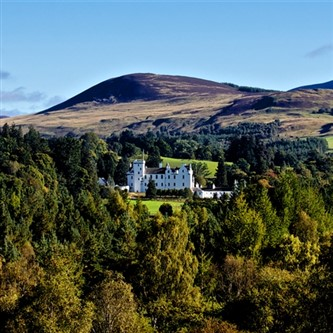 Dundee, Blair Castle & Highland Mountain Safari